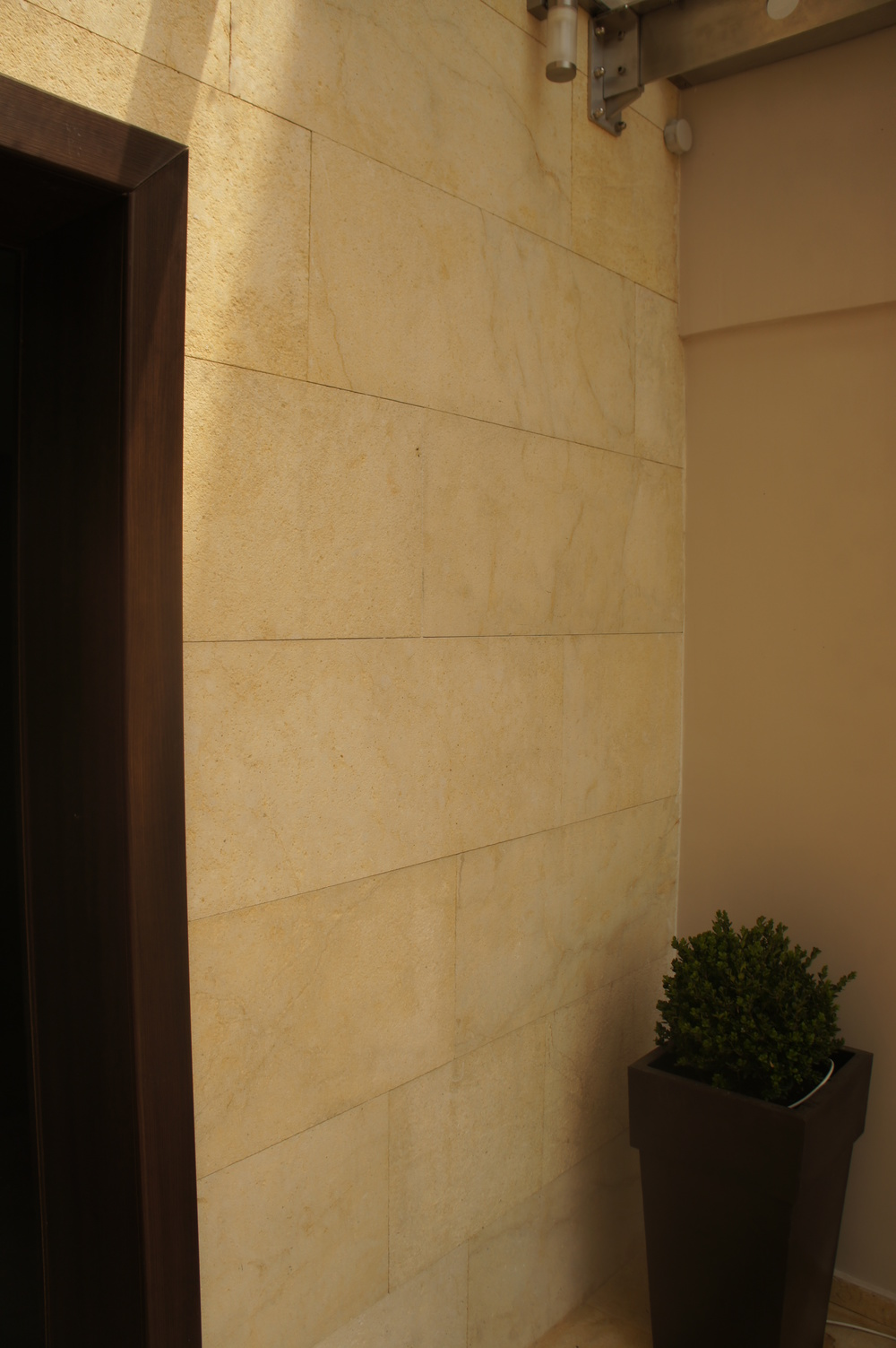 YELLOW HONED CLADDING 45XFRX1.5.JPG