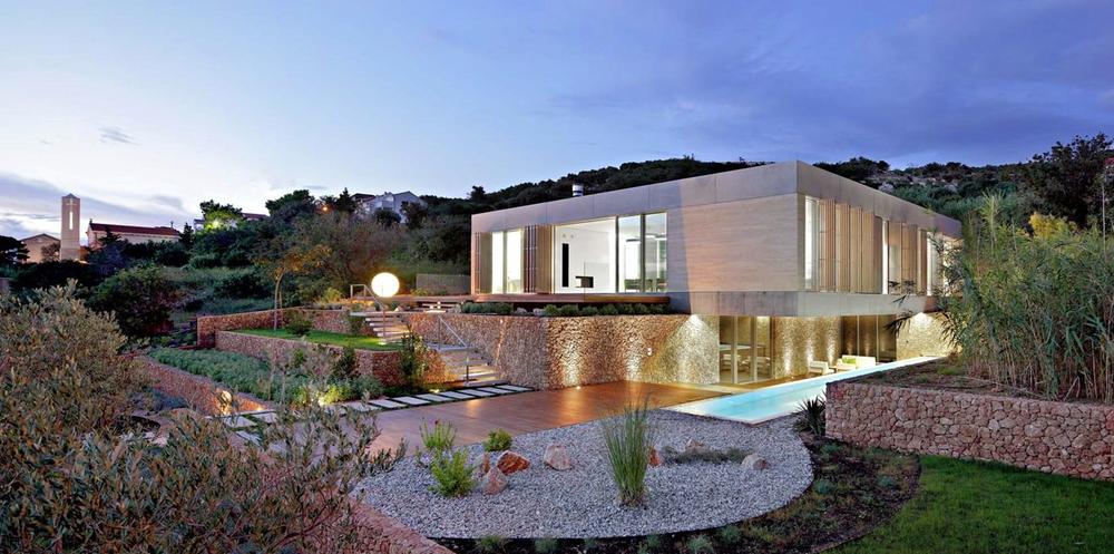 Luxe toepassing van Breuksteen in gevel architectuur en landschapsarchitectuur