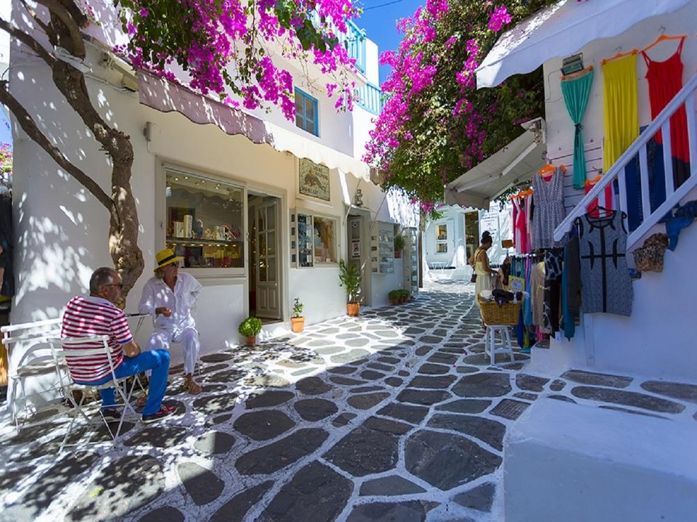 Matoyianni-Street-Mykonos-4.jpg