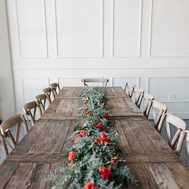 I'm looking forward to seeing some of you around this table at @tendue.co on Friday for some ink and nib calligraphy and happy hour sips! ✨ And this time @presentseason will be back arranging florals so the table is going to be extra pretty... 🌻
