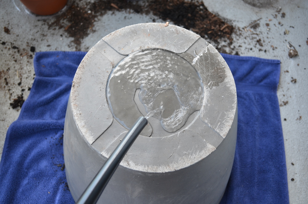 steps to drill a hole in a pot / gardening / warporweft.com