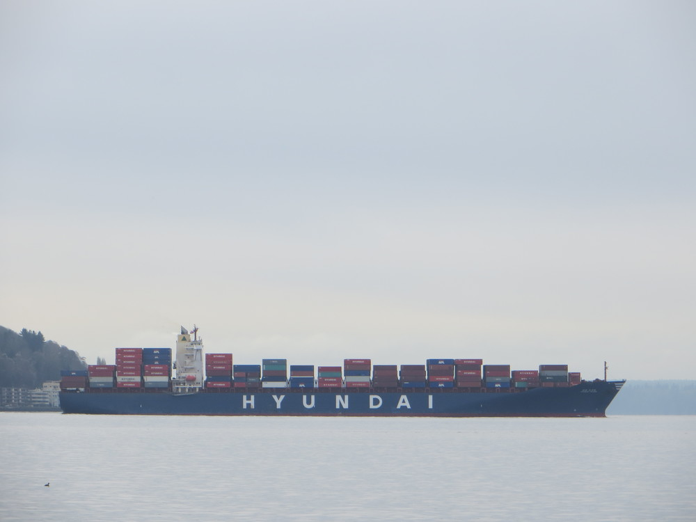 Ship leaving the Port of Seattle / warporweft.com