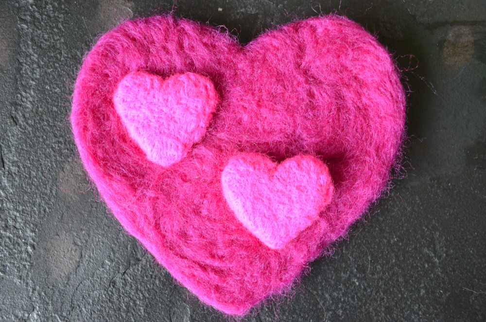 Felted Hearts DIY Valentine's Day Project / warporweft.com