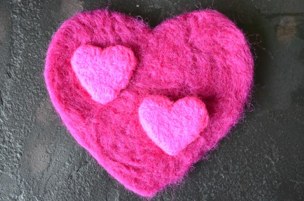 Felted Hearts DIY Valentine's Day Project / warporweft.com