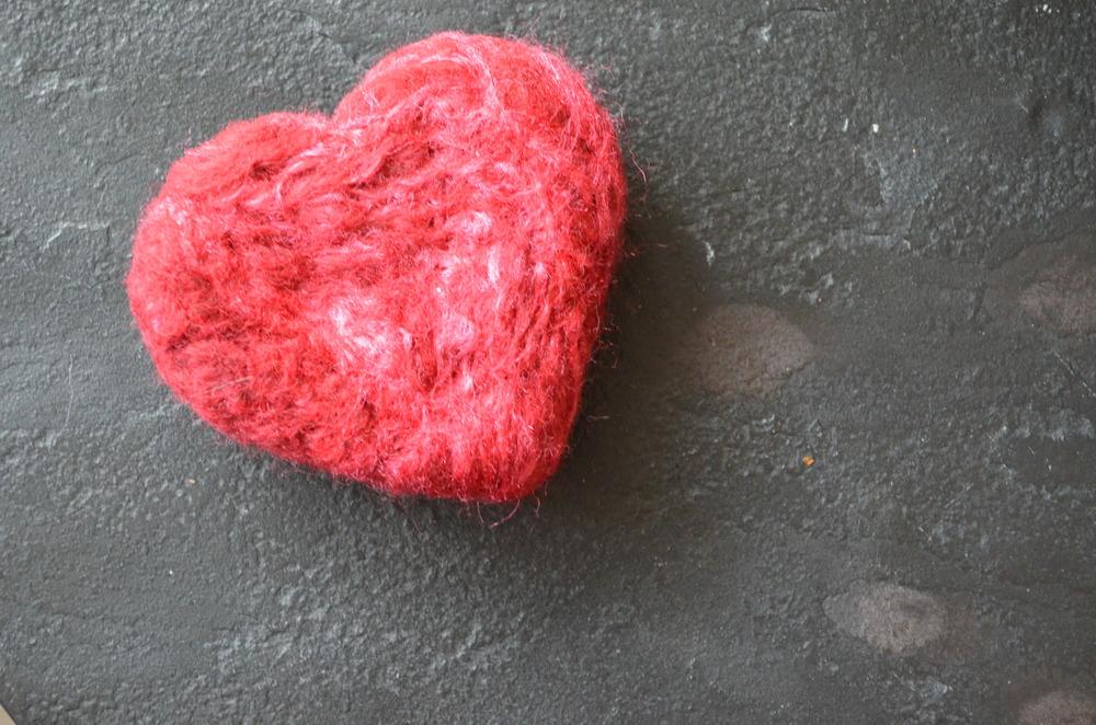 DIY Valentine's Day Felted Heart / warporweft.com