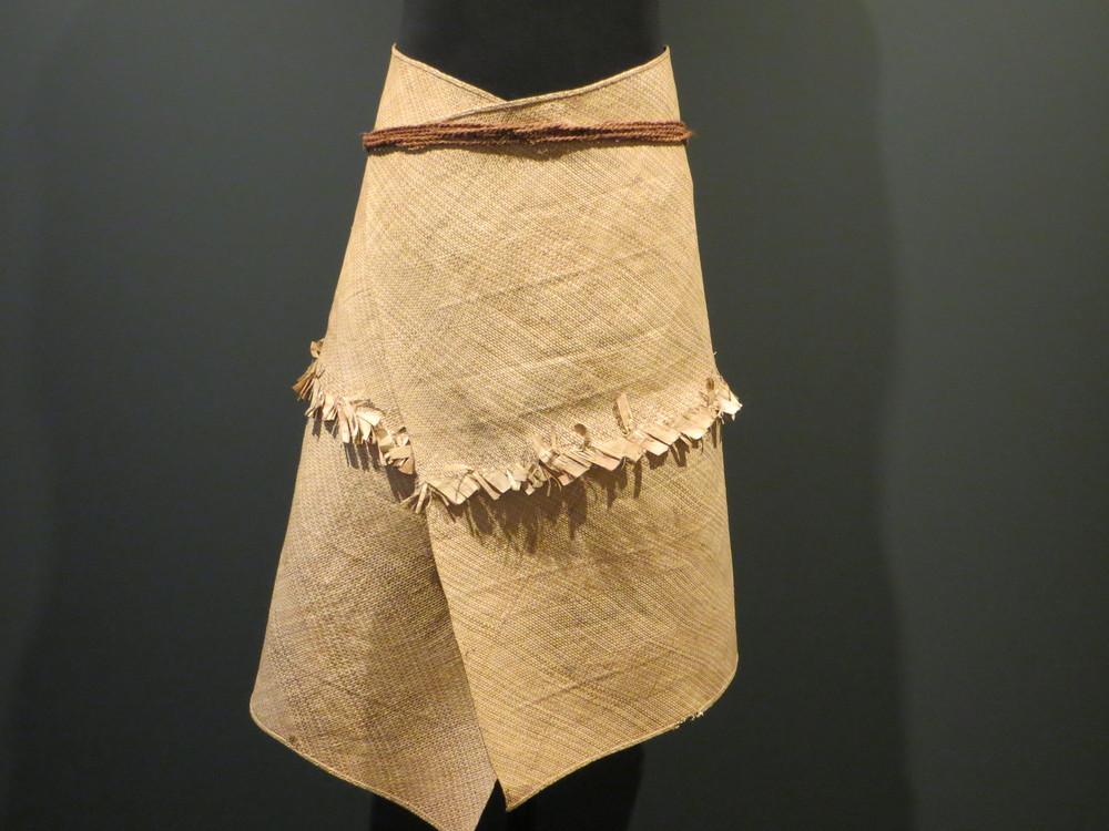 Man's Dance Costume from Fanning Island / warporweft.com
