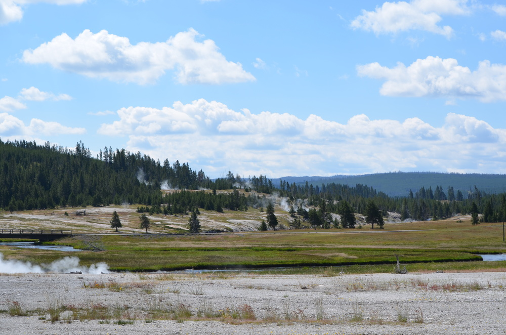 Yellowstone National Park geyser basin / warporweft.com