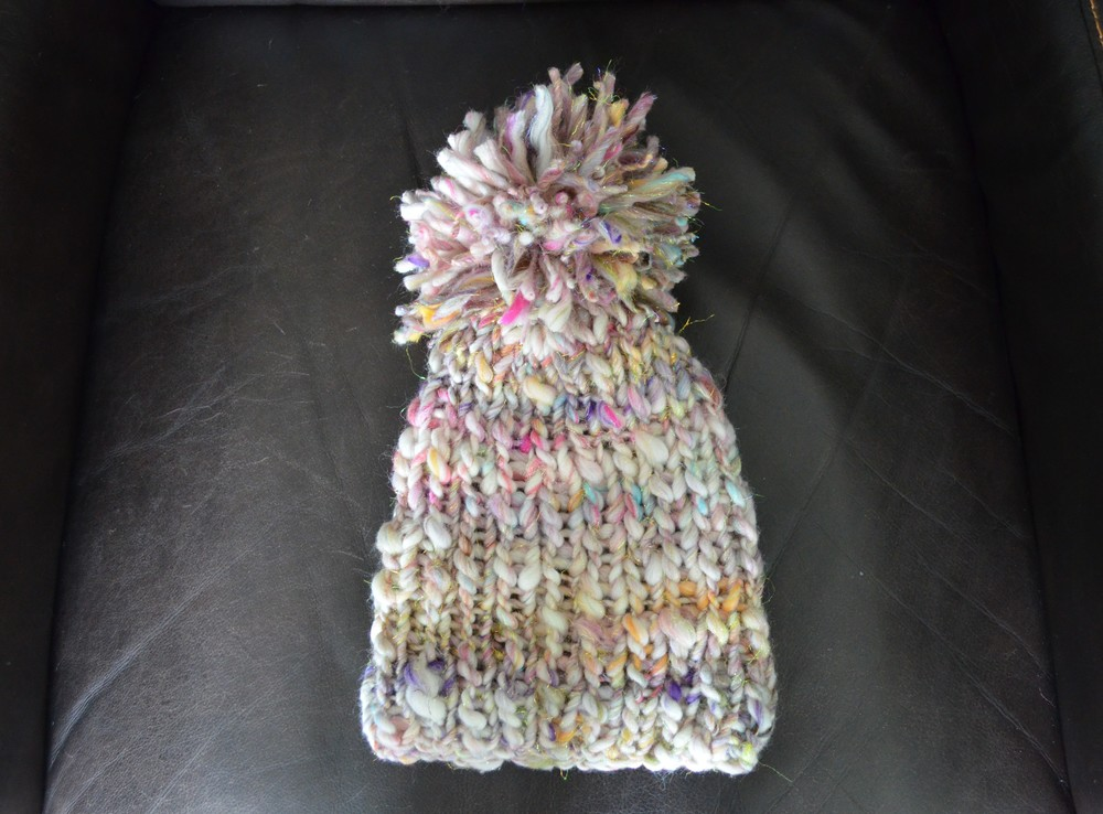 Hat with pompom / warporweft.com