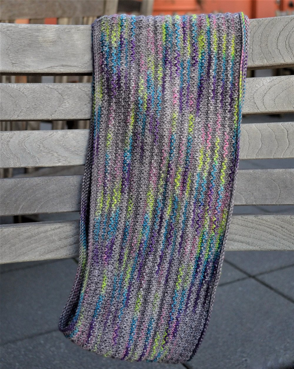 Knitting With Two Colors In The Round : An easy lovely knit scarf warp or weft