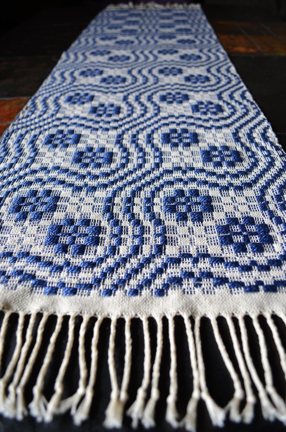 Handwoven overshot table runner / warporweft.com