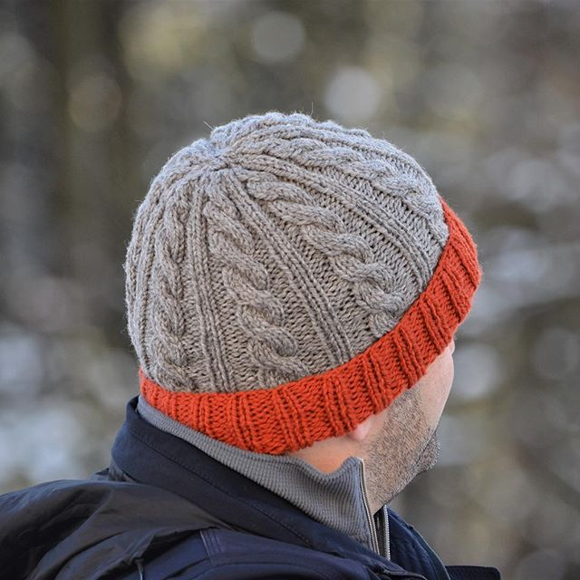 Here's the back view of the finished Jason's Cashmere Hat. I opted to knit it with @plymouthyarn Homestead, which is 100% wool and the cables turned out beautifully. The pattern is free on a blog (you can find the link on @hi.ravelry) and is easy to follow.