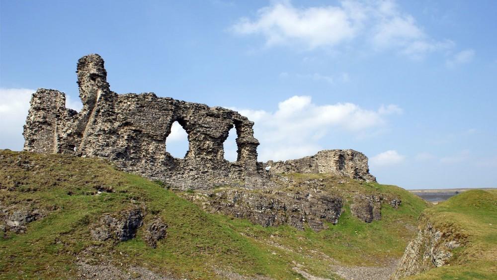 Dinas-Bran-Crow-Castle-900x1600.jpg