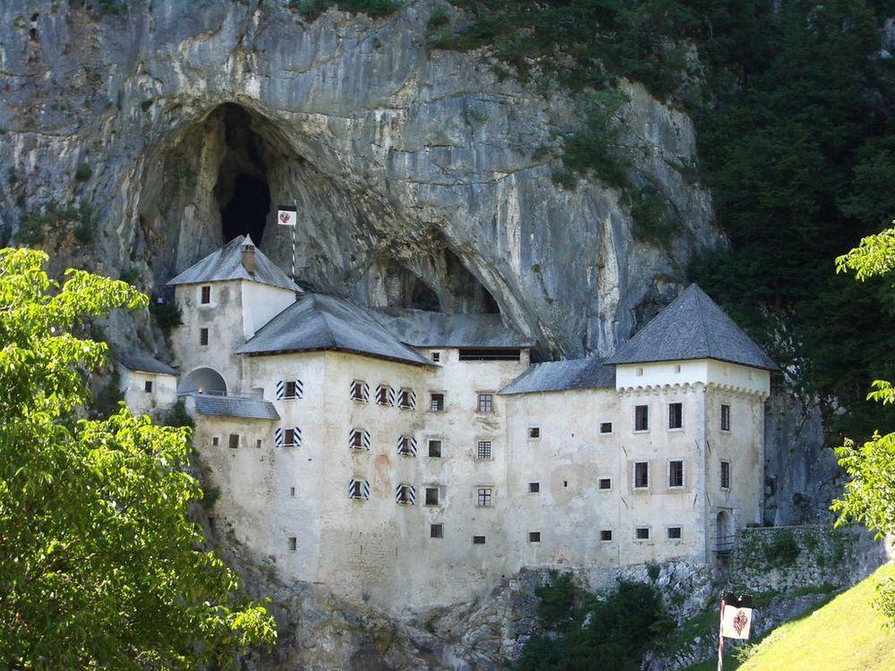 predjama_castle.jpg