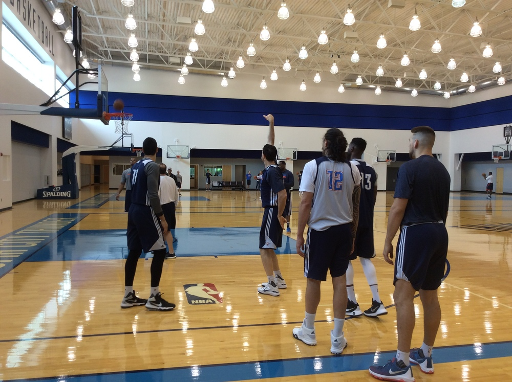 Thunder big men go through a shooting drill at the end of Sunday's practice. (Photo By Randy Renner/InsideThunder.com