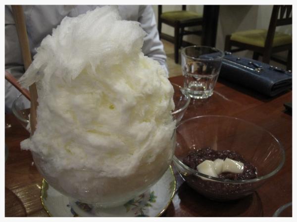 Milk Bingsoo @C4 Cake Boutique    서울특별시 강남구 신사동 529-4.   529-4 Sinsa-dong.  Tel: 02-549-9946