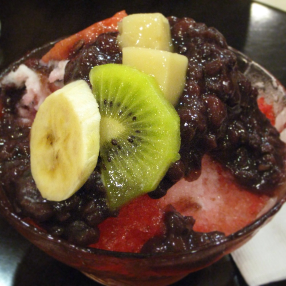 Fruit PatBingsoo @Meal Top (밀탑)   Hyundai Department Store, 5th Floor  429 Apgujeong-dong, Gangnam-gu, Seoul 02-547-6800