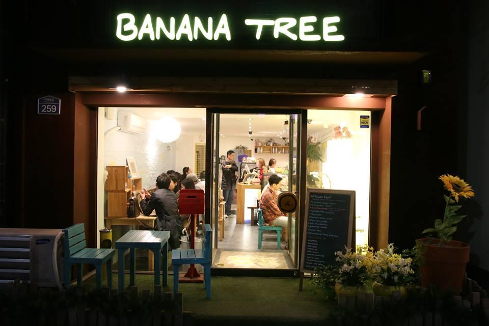 Banana Tree by night!