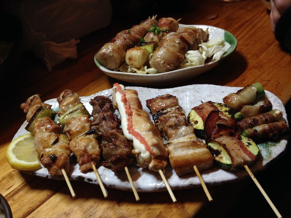 Must Order: Their skewers - selection of 5 or 10. Most popular ones are 대파닭가슴살 (big green onion/chicken breast), 닭가슴살명란젓 (chicken breast with fish roe), 삼겹팽이벗엇 (bacon covered enoki mushrooms), 삼겹아스파라 (bacon covered asparagus), 삼겹호박 (bacon covered zucchini), 삼겹토마토 (bacon covered cherry tomatoes), 구은마늘 (grilled garlic)