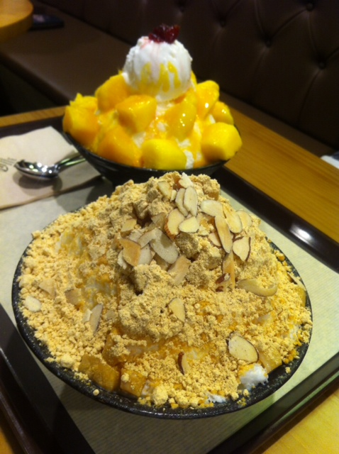 인절미설빙 (Injulmee Bingsoo - roasted soybean powder) & 망고유자설빙 (Mango Yuja Bingsoo) @설빙 (Sul-bing).    There are many, many locations of this cafe. Some are even 24hours!:  http://sulbing.com/  This location had valet parking, so we went to it: 서울 이촌점. DongBoo IchonDong. 서울시 용산구 이촌동 301-162.  301-162 Ichon-dong.  02-792-1577.