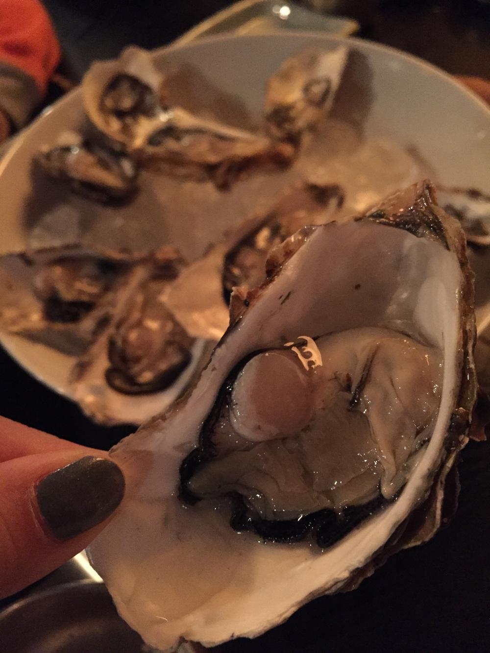 생굴 (Seng Gool) - Raw Oysters.   These were fresh and good quality, medium sized but not as meaty as I like it. I also love my oysters with the western style red wine shallot vinaigrette, lemon juice and tabasco sauce. Here in Korea, you dip the oysters in a Korean red chilli vinegar sauce (초장), which is still good, but not quite the same for me when I think of eating oysters. But still, these were good and I would order them again.