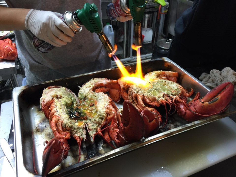 The boys in the kitchen firing up the grilled lobsters!!! It's art I tell you - beautiful!!!