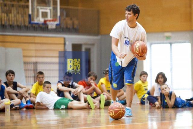 Igralke in igralci so že opravili 4 treninge, zvečer pa jih čakajo prve tekme.