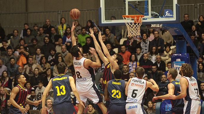 Barcelona bi se z zmago še boljpribližala vodilni Unicaji, vendar je zapravila priložnost.