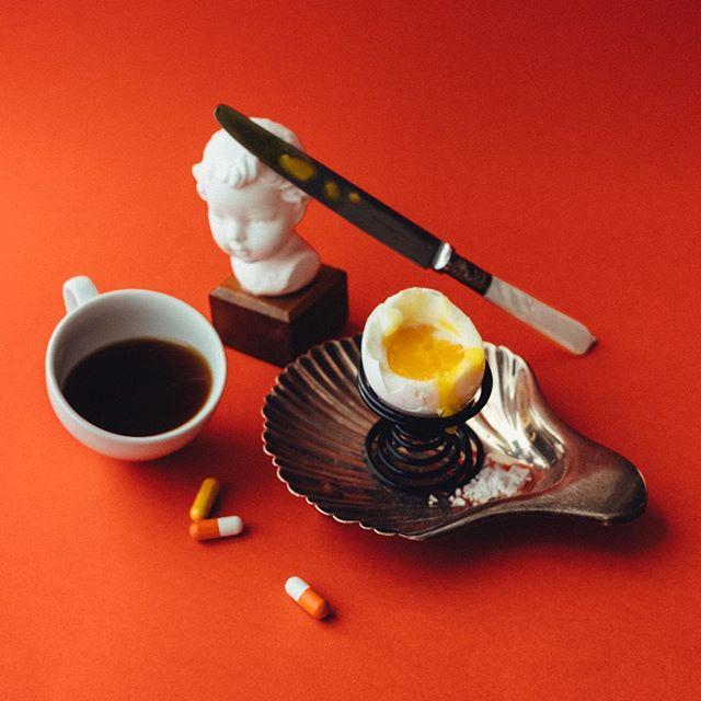 Breakfast for champs? ☕️🥚💊 . . . . #breakfast #stillifephotography #stilleben #frukost #coffeeandeggs #details #onthetable #photooftheday #fujifilm #fujixt2