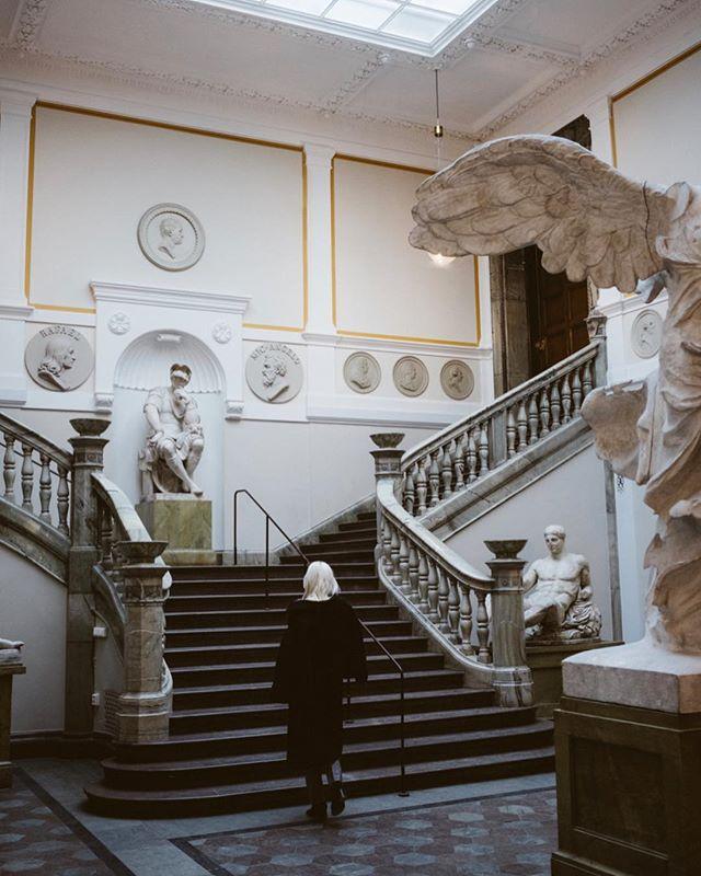 Hittelön om någon kan tipsa mig om platser med skulpturer som jag ännu inte besökt 💸 #konstakademien #stockholm