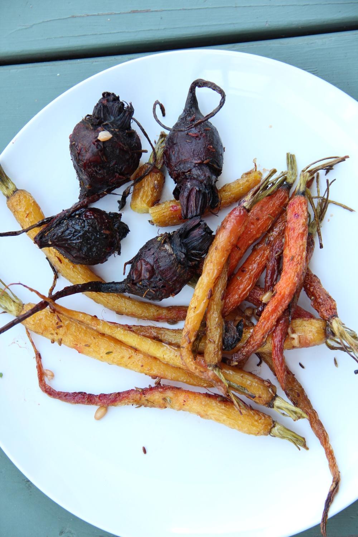 verduras de raíz multicolor al horno