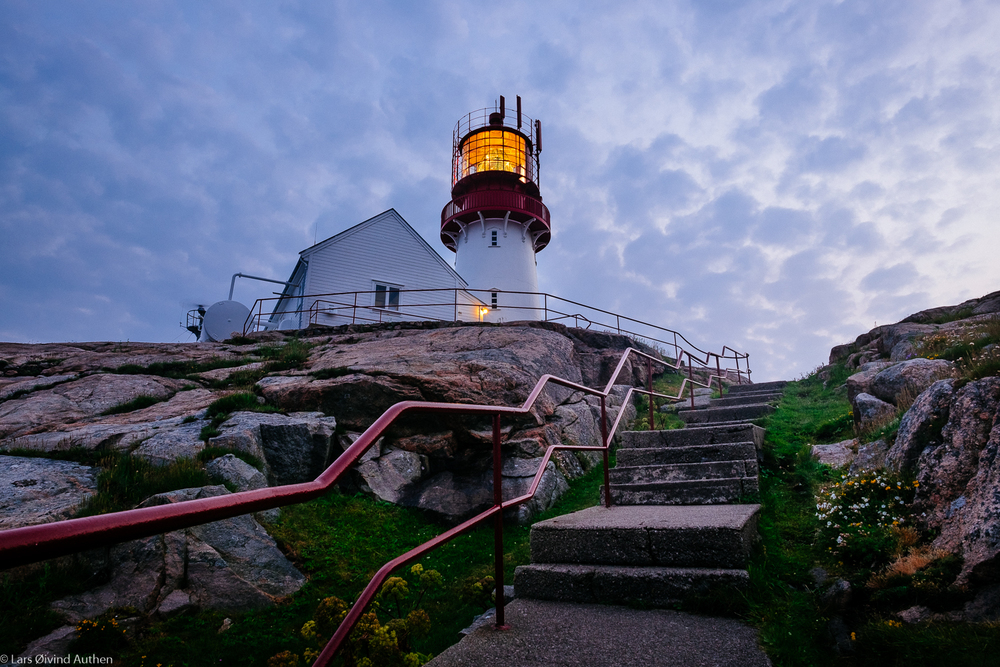 Bye bye Lindesnes. On the stairs, leaving the lighthouse after sunset. Fujifilm X-T1 + XF 14mm f/2,8 @ ISO 200, f/10, 0.9 sec. No filters. Benro tripod.