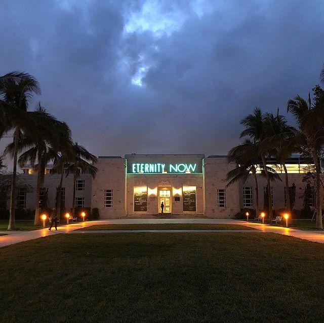 5:30 am lingerie fittings in South Beach 💙 #VS