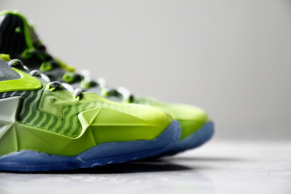 a-closer-look-at-the-nike-lebron-11-metallic-luster-ice-volt-4.jpg