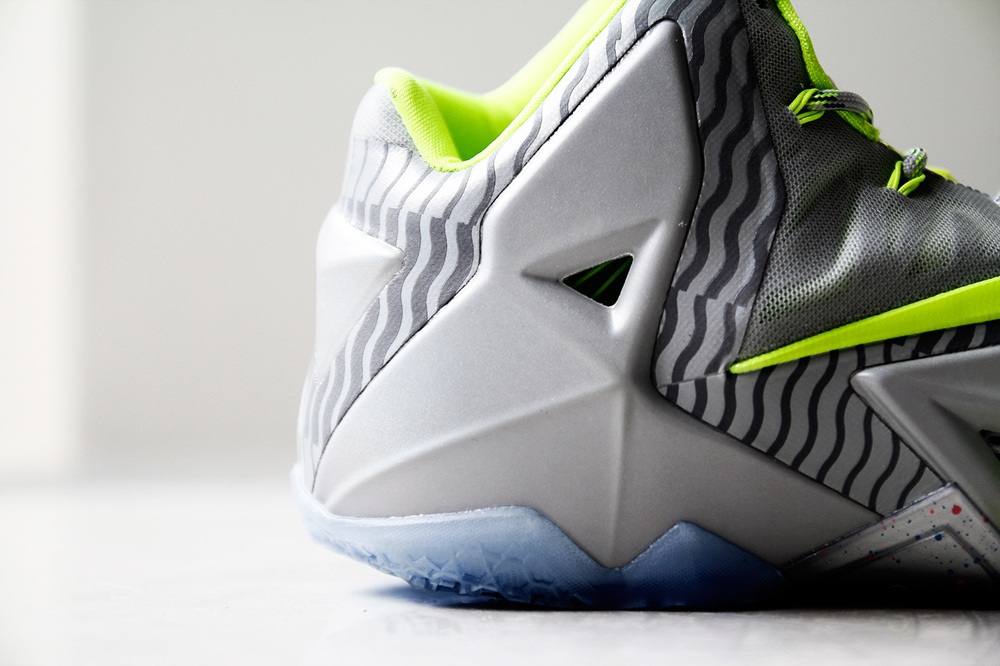 a-closer-look-at-the-nike-lebron-11-metallic-luster-ice-volt-6.jpg