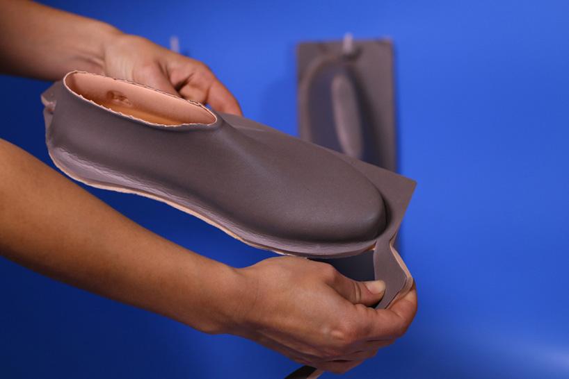 lou-moria-vacuum-forming-shoe-last-21986-designboom-06.jpg