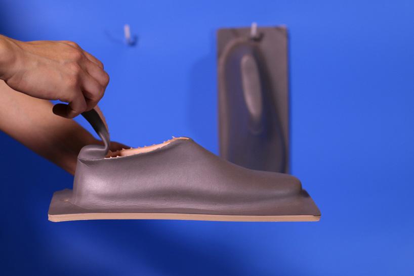 lou-moria-vacuum-forming-shoe-last-21986-designboom-07.jpg