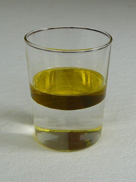 450px-Water_and_oil.jpg