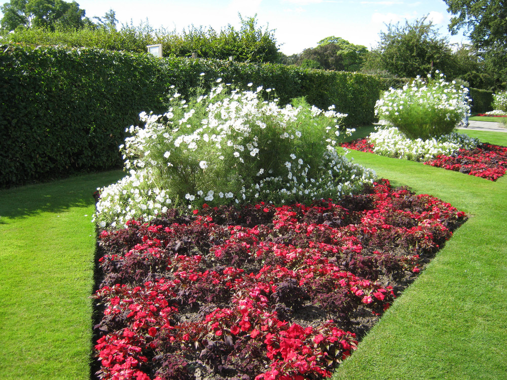 formal bedding plant displays