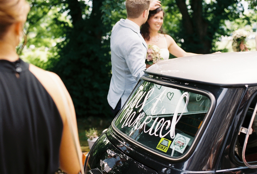 vintage-mini-wedding-car