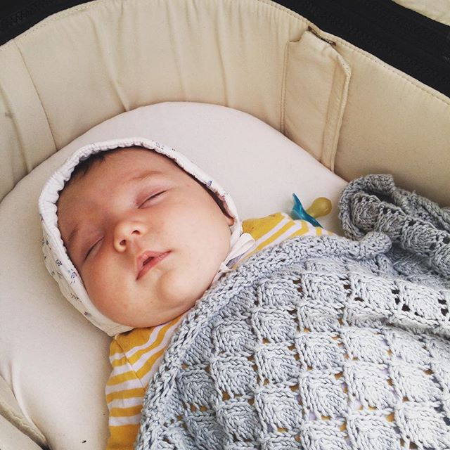 Made my wannabe-mennonite-dreams come true today when I tied this vintage bonnet around his triple chins. Incredible knitted blanket made by my mama @moyat. (Someday he'll kill me for this 😁)