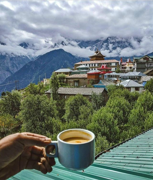 Take your morning coffee to the Himalayas. Join Packhill's Indian Nomad Getaway Journey! Explore Indian Culture| Colive | Cowork | Cotravel  #Follow @packhill_nomad and @india.clicks for more Indian Nomad Updates.  Click by @photosandpeace.  #digitalnomad #digitalnomadlifestyle #nomadiclife #nomads #nomadslife #nomadic #nomad #remote #remotework #remotelifestyle #remotelife #remoteliving #remotely #remotelocations #travellife #travelhub #indiatravel #travel #travelphotography #indiatravelgram #india #bali🌴 #southeastasia #indiatraveldiaries #remoteyear #hubud #cowork #coworkingspace #workandtravel