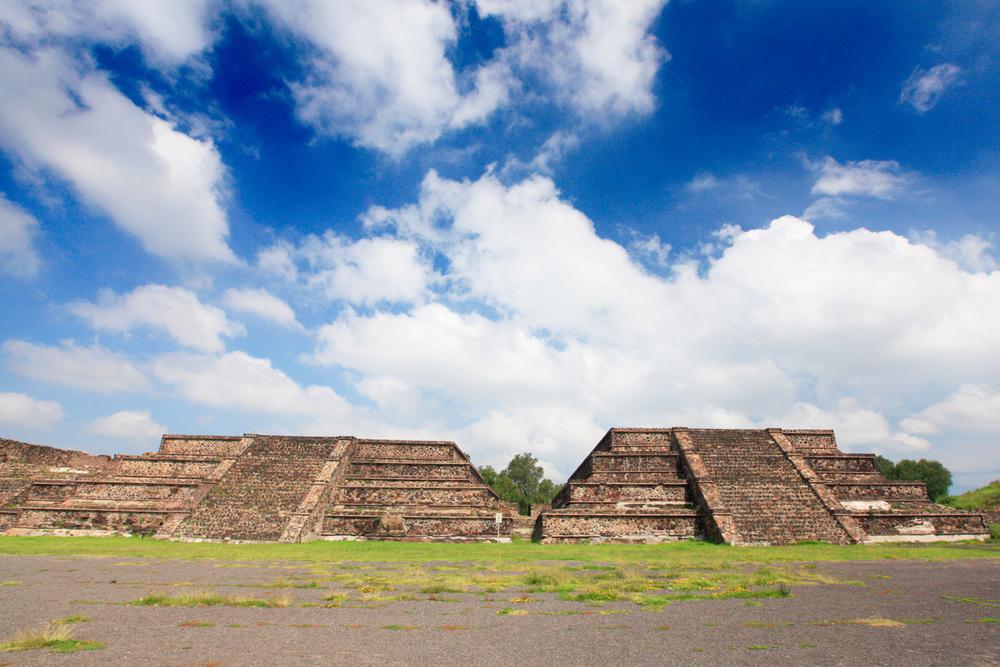 2pyramids.jpg