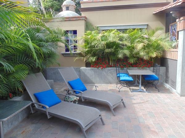 guest patio area at La Hacienda del Pacifico