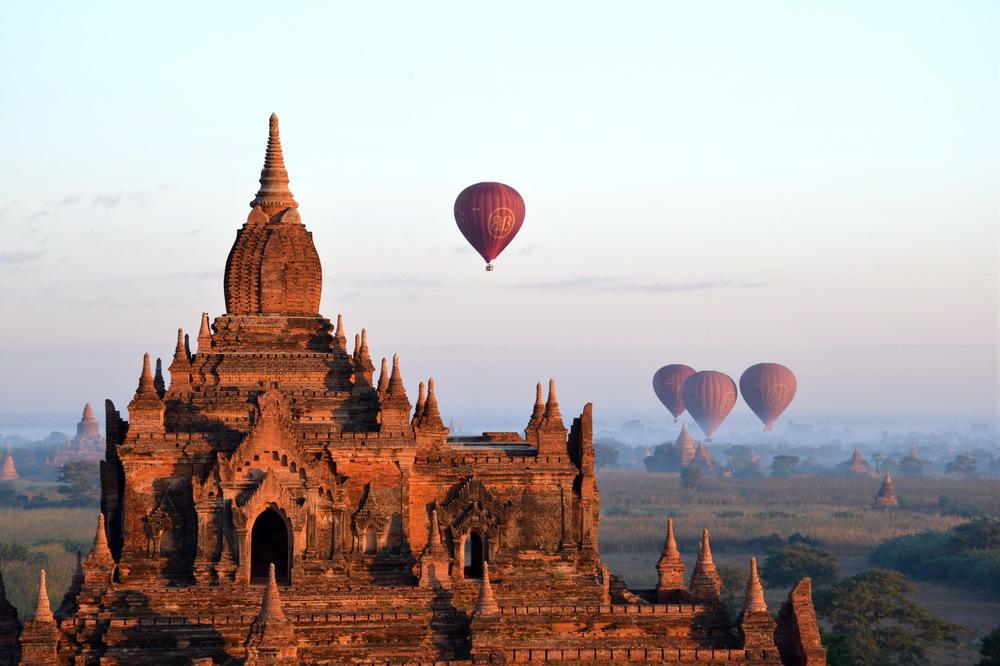 Balloons_over_Bagan_004.jpeg