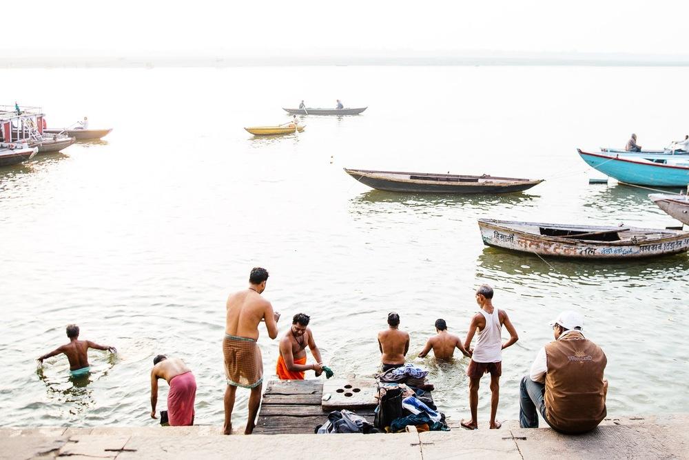 637c2ac9e0342541-varanasi-india-travel-photos-tanveer-badal-31.jpg
