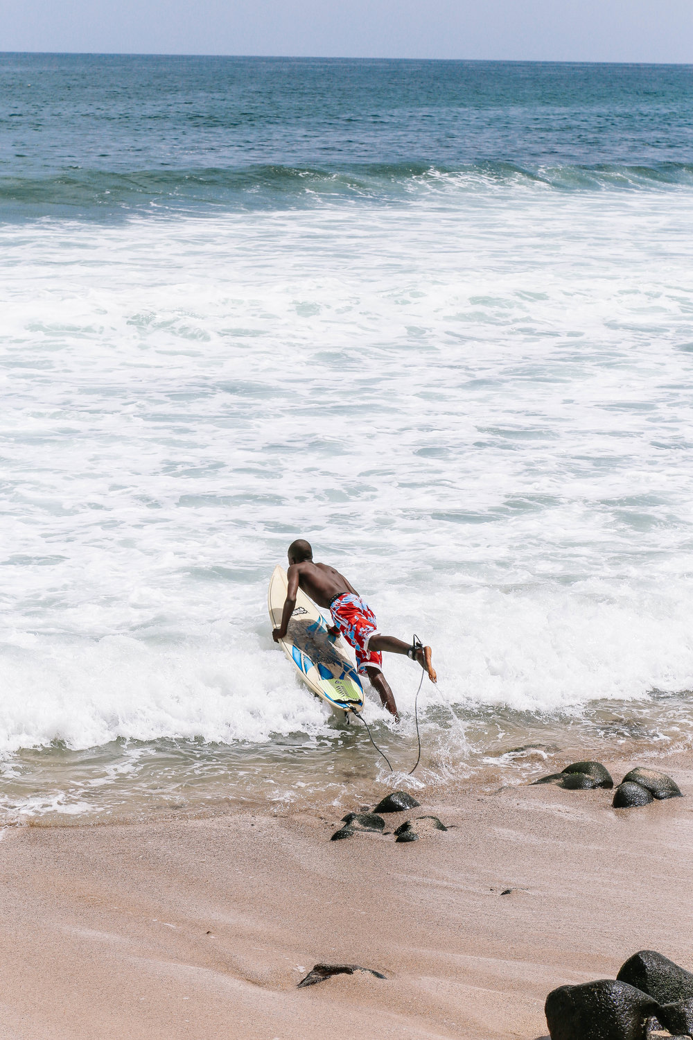 leelitumbe_spiritedpursuit_senegal_dakar_surf-146.jpg