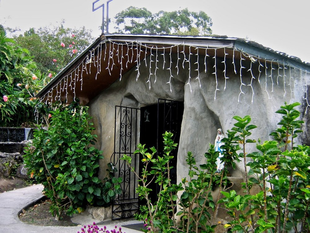 Grotto with statue of Mary at Mi Jardn es Su Jardin
