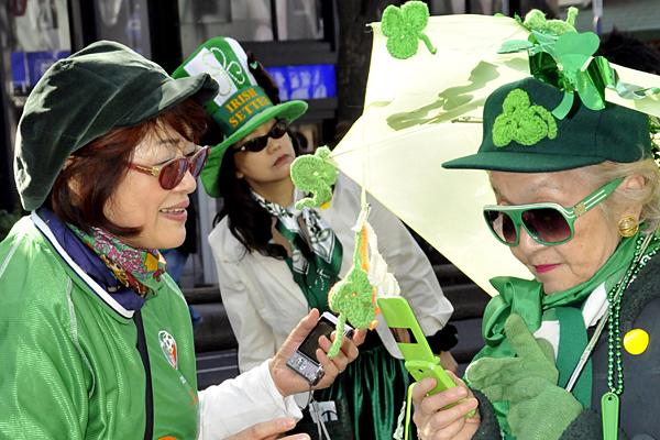 Yoshikazu Tsuno/AFP/Newscom By  Husna Haq, Correspondent MARCH 17, 2010  St. Patrick's Day: Why do we wear green?