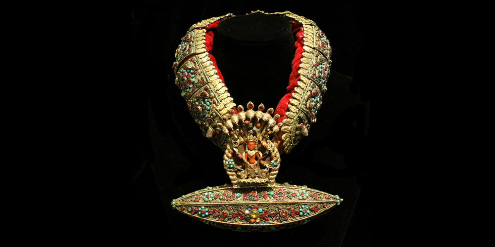 18-19c. Kumari (Living Goddess), Gold inlaid with lapis, coral, turquoise and rubies necklace, Nepal