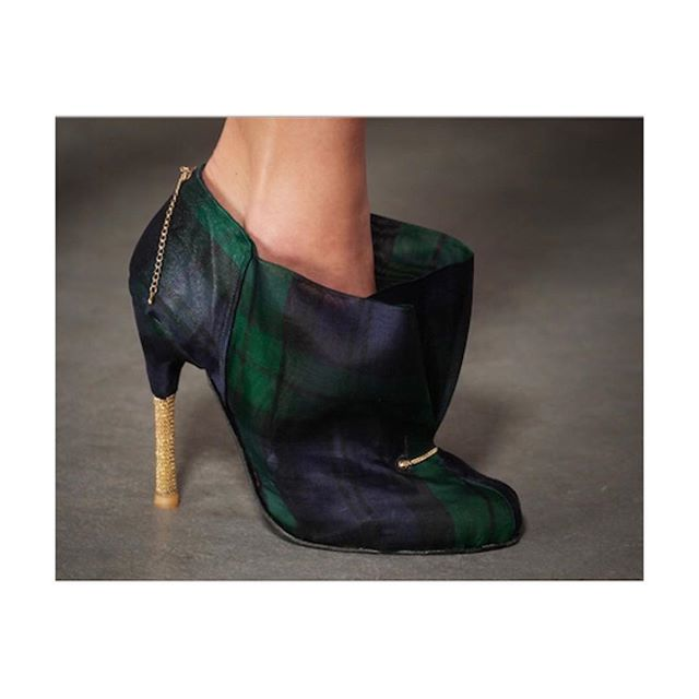 This shoe is part of my Seducer Line of my graduation collection. I still love this and I am planning on making this a part of my ready to wear collection. What do you think about that? #denizterli #designershoes #seducer #graduationcollection #plaid #tartan #luxuryfootwear #highheels #goldenheels #goldchain #artez #sexyshoes #handmade #rotterdam